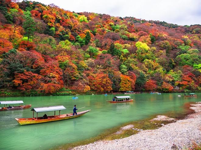 Kết quả hình ảnh cho Du thuyền trên hồ Ashi